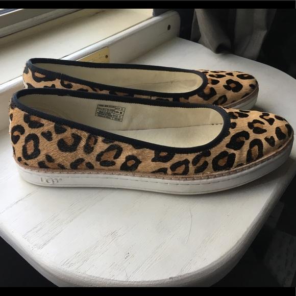9a727b5a2d5d UGG Kammi Leopard Print Shoes/Flats - Size 8. M_5a5a454cb7f72b50ca48f82e
